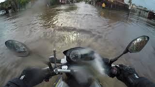 Día de lluvia,  auto sin compasión