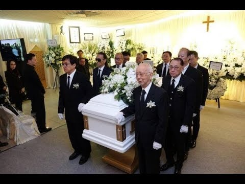 Jackie Chan and Jacky Cheung were pallbearers at Willie Chan's funeral