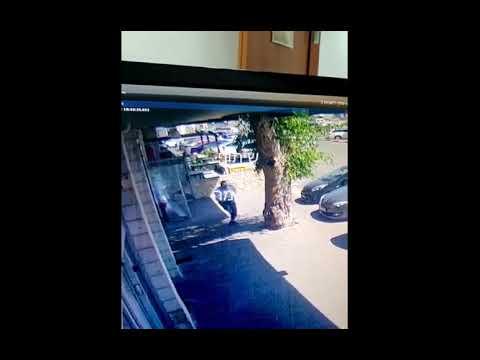 """תיעוד: ארי פולד הי""""ד רודף ויורה במחבל לאחר שנפצע"""