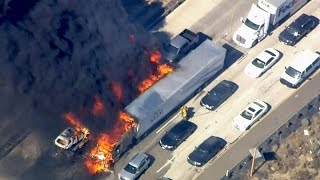 Kalifornien: Waldbrand greift auf Highway über