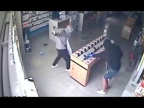 VÍDEO: La secuencia completa del robo en PhoneHouse Lucena