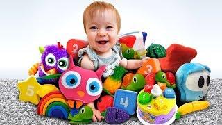 Video con i giocattoli.  Impariamo i colori. Giochi per bambini
