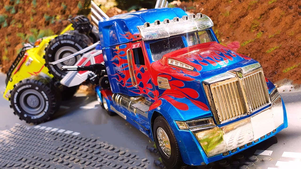 Helicopter vs Airplane Crash in the sky - Transformers Ratchet, Optimus Cars Deep Water pump tractor