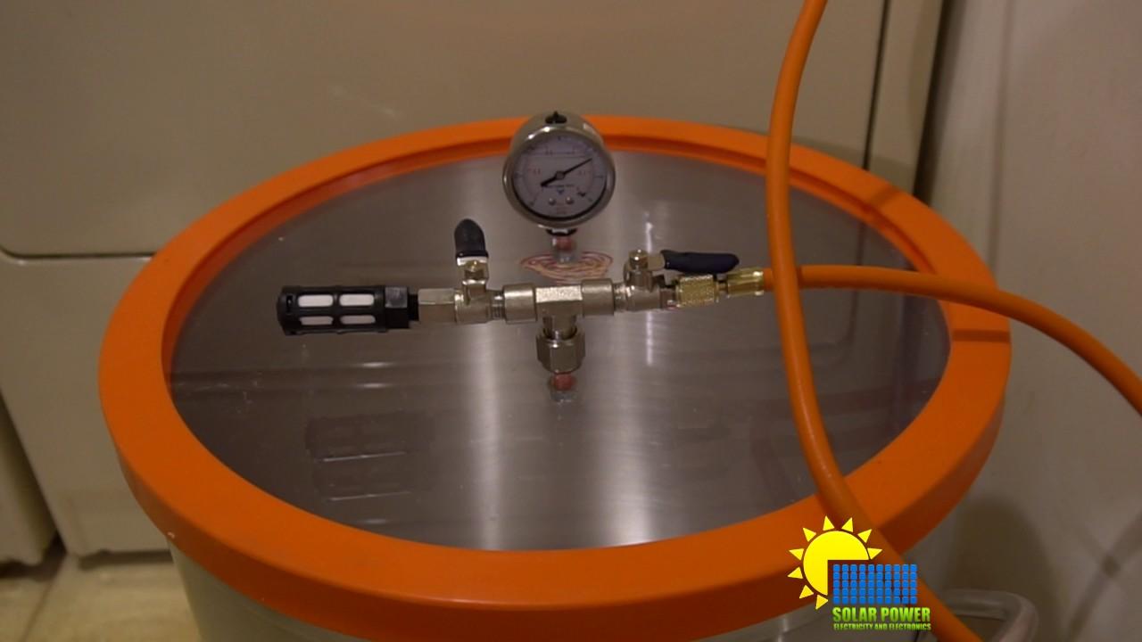 vacuum pump for a vacuum chamber