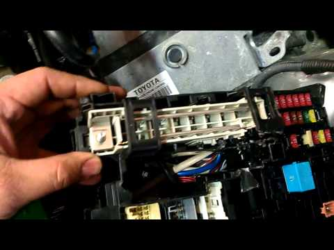 2009 Toyota fuse link replacement  YouTube