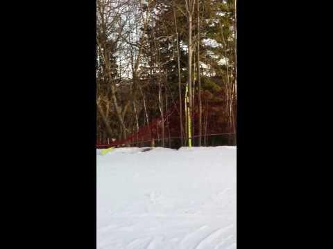 chute de ski dans un ravin