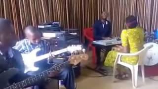 Uweponi mwako nikae bwana.
