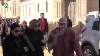 بالفيديو : شافكى المنيرى تسارع للحاق بجثمان زوجها الراحل ممدوح عبد العليم