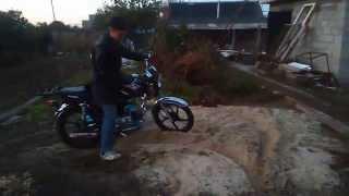 Дрифт на мотоцикле в огороде смотреть ВИДЕО(Снимаю как знакомый дрифтует на мотоцикле Любительское видео мотоциклиста JOIN VSP GROUP PARTNER PROGRAM: https://youpartnerwsp.c..., 2015-10-14T20:08:53.000Z)