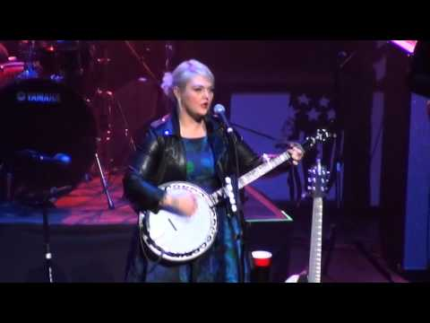 [3/7] Elle King - Good For Nothing Woman (live) @ Fresh 102.7 Holiday Jam, Beacon Theatre, 12/02/15