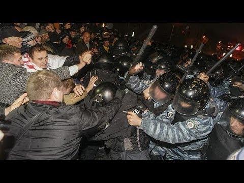 Violent protests as Ukraine delays signing trade deal