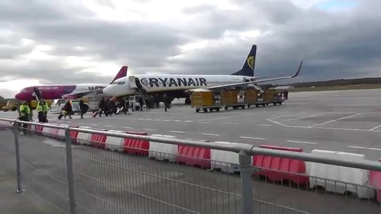 (HD) Flight Ryanair FR9276 Eindhoven to London Stansted - 10 february 2016 - YouTube