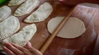 Bu kadar kolay ve çıtır çıtır börek yapılışı daha yok!! orjinal çiğ börek (çi börek)-Börek tarifleri