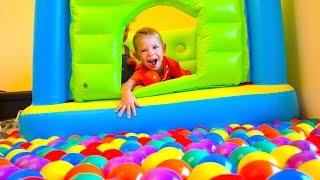 Детский супер Батут с шариками  Jump-O-Lene Plastic Balls(Детский супер батут с шариками Развлечение для детей Jumpo-Lene 48257 trampoline Дети прыгают на батуте в шариках https://y..., 2015-11-11T15:57:45.000Z)