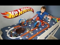 HOT WHEELS NA CAMA!! Pista Track Builder Corrida de Carros da HotWheels