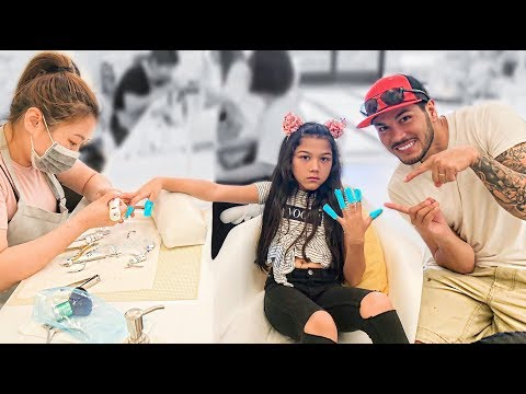 9 Year Old Gets Her Long Acrylic Nails Removed :( | Familia Diamond