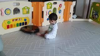8개월아기 로봇청소기 이제 안 무서워요