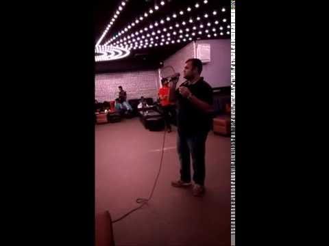 """Singing """"Laal-Ishq"""" at No-Limits lounge-bollywood karaoke nights Bangalore"""