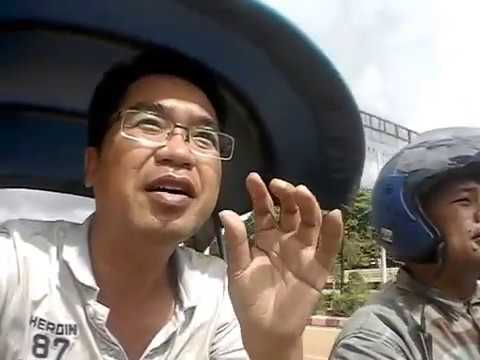 Laos tour guide in Tuk Tuk at Pakse สามล้อในเมืองปากเซ ไปนั่งรถต่อที่ หลัก8