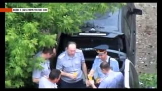 Запивают водку пивом люди в форме(Жителю одного из домов по улице Пожарной, удалось заснять вот такие занятные кадры, на которых отчетливо..., 2012-06-16T03:03:25.000Z)