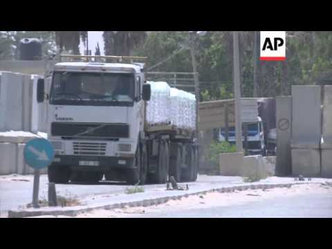 Bakery makes tonnes of bread for residents of Gaza, trucks bring aid through border