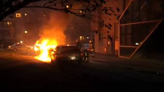 Vilniuje dega automobilis