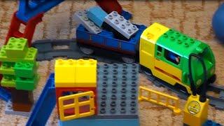 Собираем железную дорогу. Детский конструктор Лего. Грузовой терминал(Сегодня мы вместе с Богданом будем собирать детский конструктор Лего. Мы соберем железную дорогу и у нас..., 2015-08-11T11:51:36.000Z)