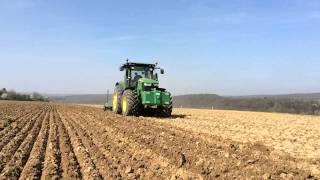 John Deere 7290R bei der Bodenbearbeitung