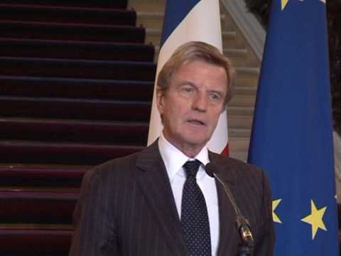 Kouchner praises Sudan woman who fought trouser law