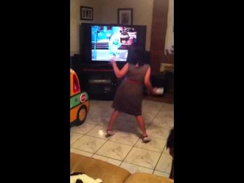Kahlen dancing