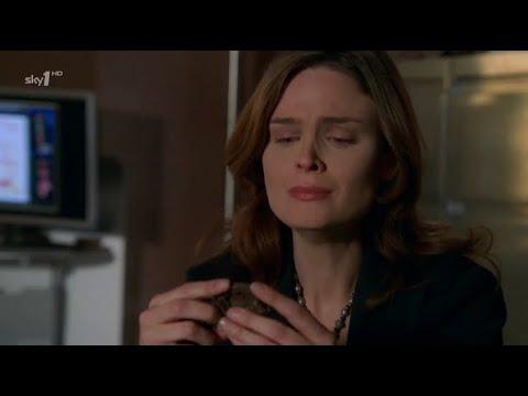 Download Bones 1x22 - Brennan identifies her mother's remains