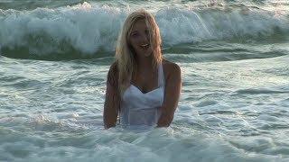 Christina Model On Seaside [5K]