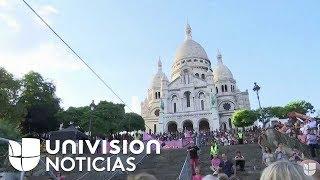 Imágenes de la equilibrista Tatiana-Mosio Bongonga avanzando por la cuerda floja en en París