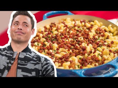 Jeff Mauro Makes Gourmet Mac & Cheese | Food Network
