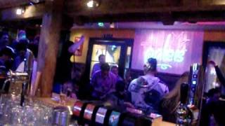 DJ Jerome laat iedereen zakken zakken zakken in Après Ski Paleis