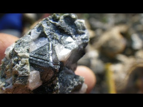 Finding Spinel At The Parker Mine -  Rocks And Minerals Of Quebec