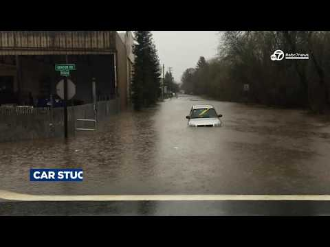 Strong storm slams Bay Area, causing flooding