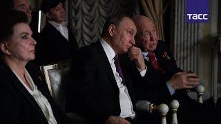 """Путин вместе с космонавтами посмотрел фильм """"Время первых"""""""