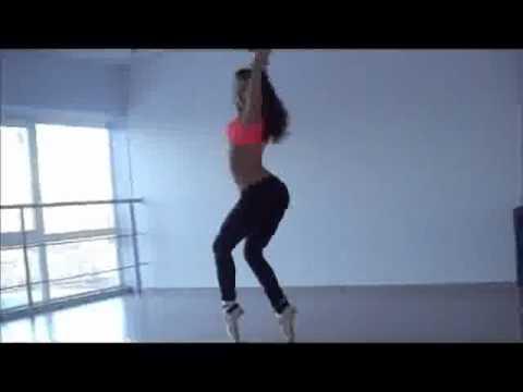 Девушка танцует Go-go в пуантах.flv
