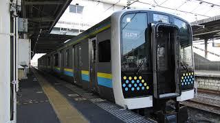 【2両編成だとけっこう混雑する】 JR内房線E131系0番台R06編成 木更津駅発車