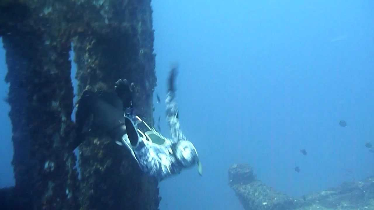 Free Diving The HMAS Brisbane With Sunreef