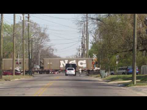 CSX Freight Train crosses Moore St. in Fayetteville, North Carolina (03-09-2017)