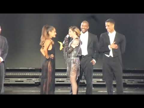 Мадонна назвала Ариану  счкой и отшлепала прямо на сцене [озвучила Elena Lids]