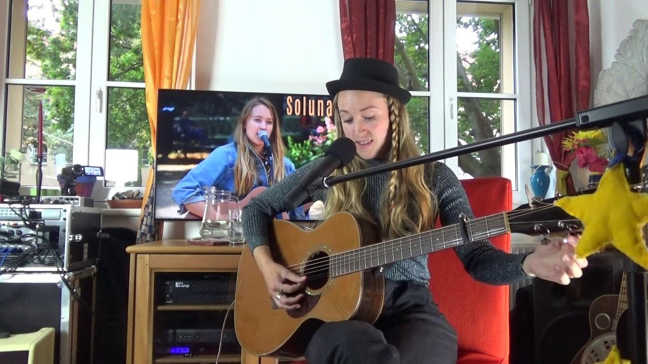 Soluna Samay Im Unplugged Wohnzimmerkonzert Live Stream