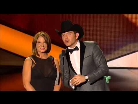 Gerardo Ortiz recibe Premio Billboard Latino 2013