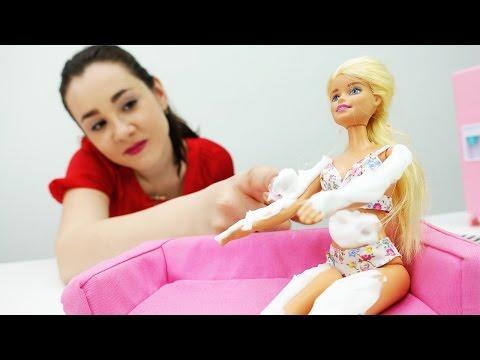#Одевалки: купальник для Барби 👙 Барби ОБГОРЕЛА! Лечим солнечный ожог. Игры #Барби для девочек