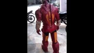 Costum Iron Man dari kardus
