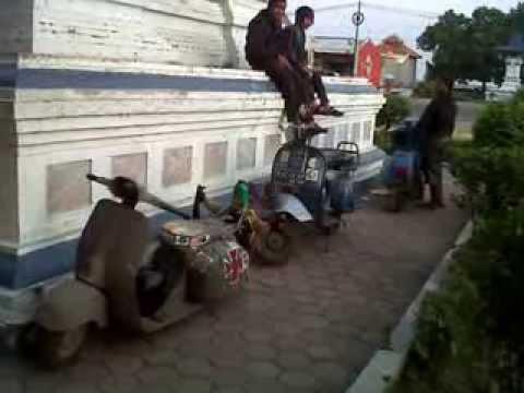 Touring Vespa Anak Losarang Indramayu Youtube