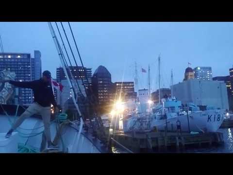 Tour of Halifax Harbour - Вид на Галифакс из залива на борту парусника
