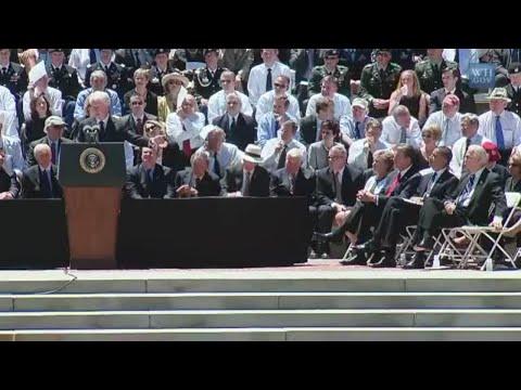 Bill Clinton eulogizes former Klansman Senator Robert Byrd